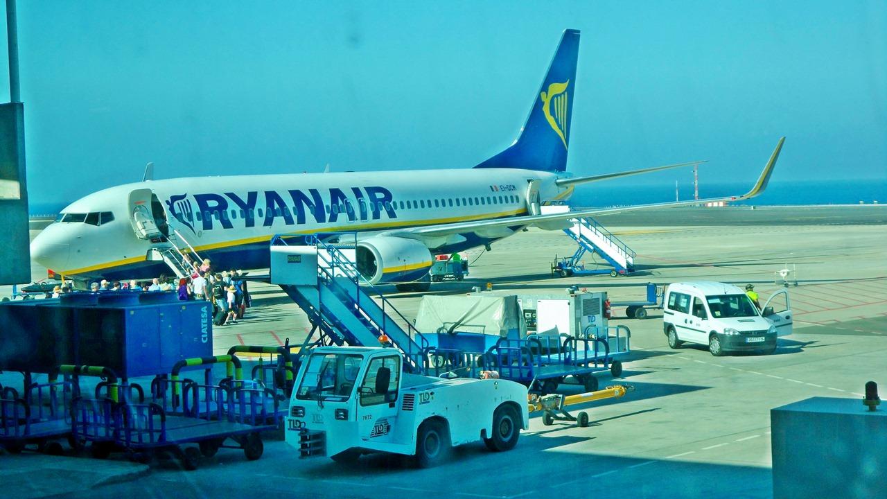 Avião Companhia Low Cost Ryanair