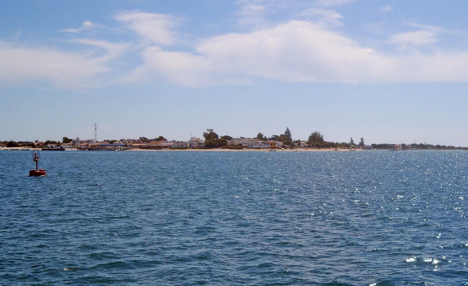ilha da Armona do lado da Ria Formosa de quem vem de Olhão