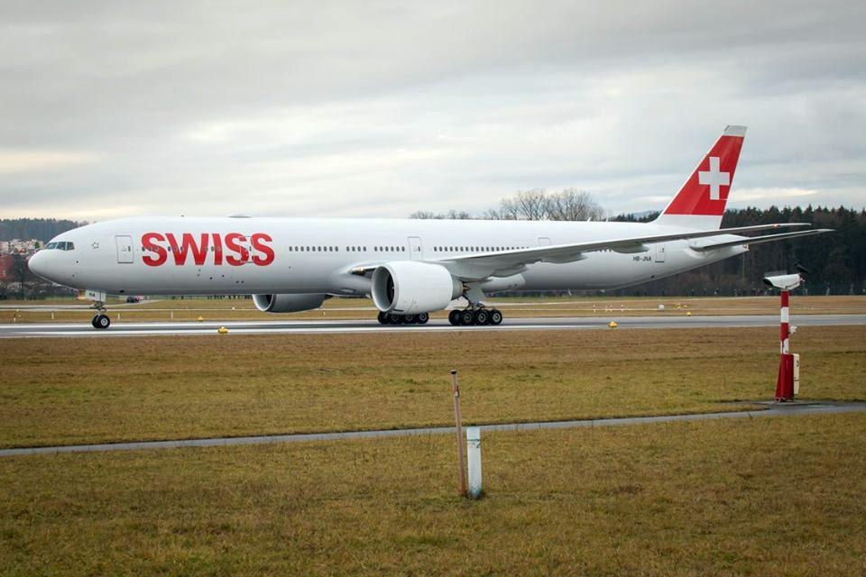 Novo avião B777 da Swiss na pista do aeroporto de Zurique