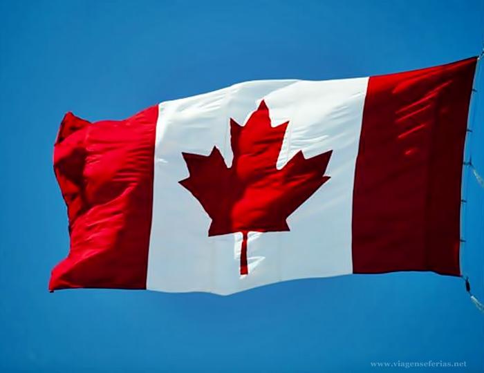 Bandeira do Canadá hasteada ao vento