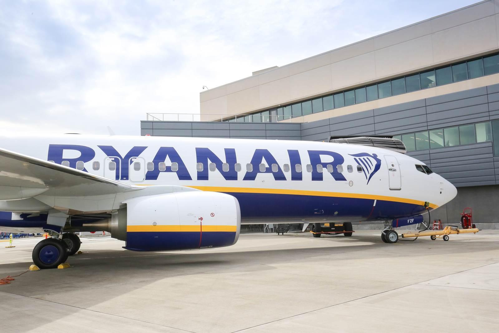 450º aeronave Boeing 737-800 da low cost Ryanair