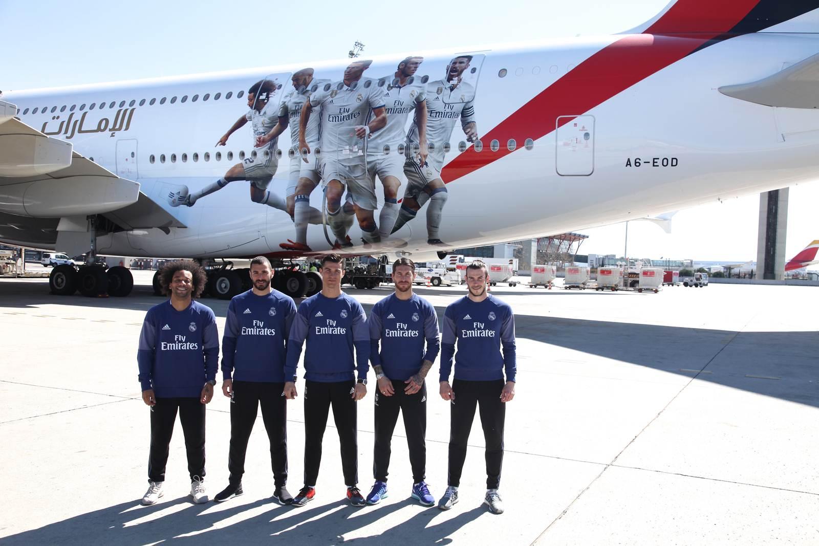Marcelo, Benzema, Cristiano Ronaldo, Sergio Ramos e Gareth Bale ao vivo e na pintura do A380 da Emirates