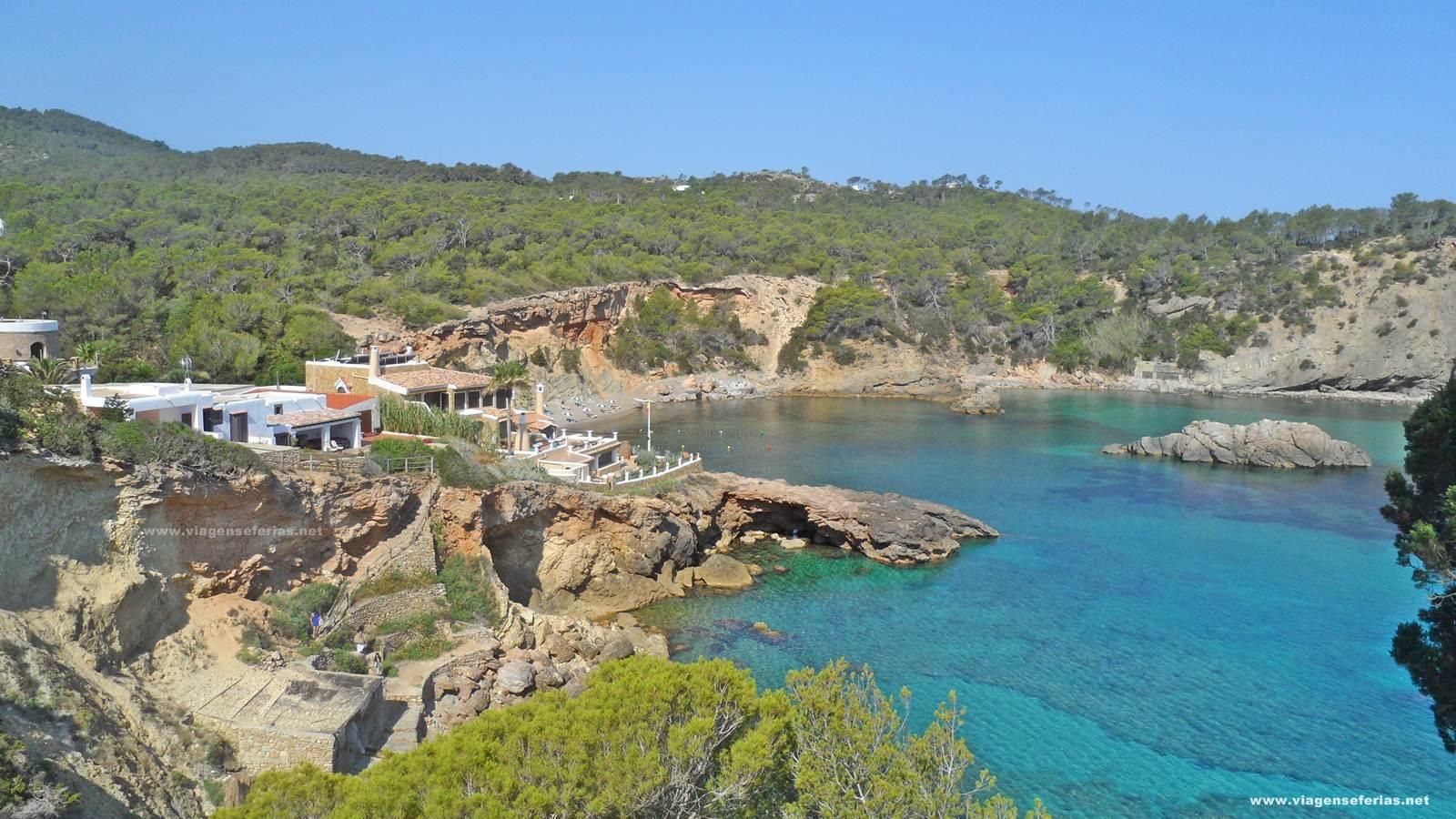 Vista sobre Cala Xarraca onde vai ser o hotel Six Senses Ibiza