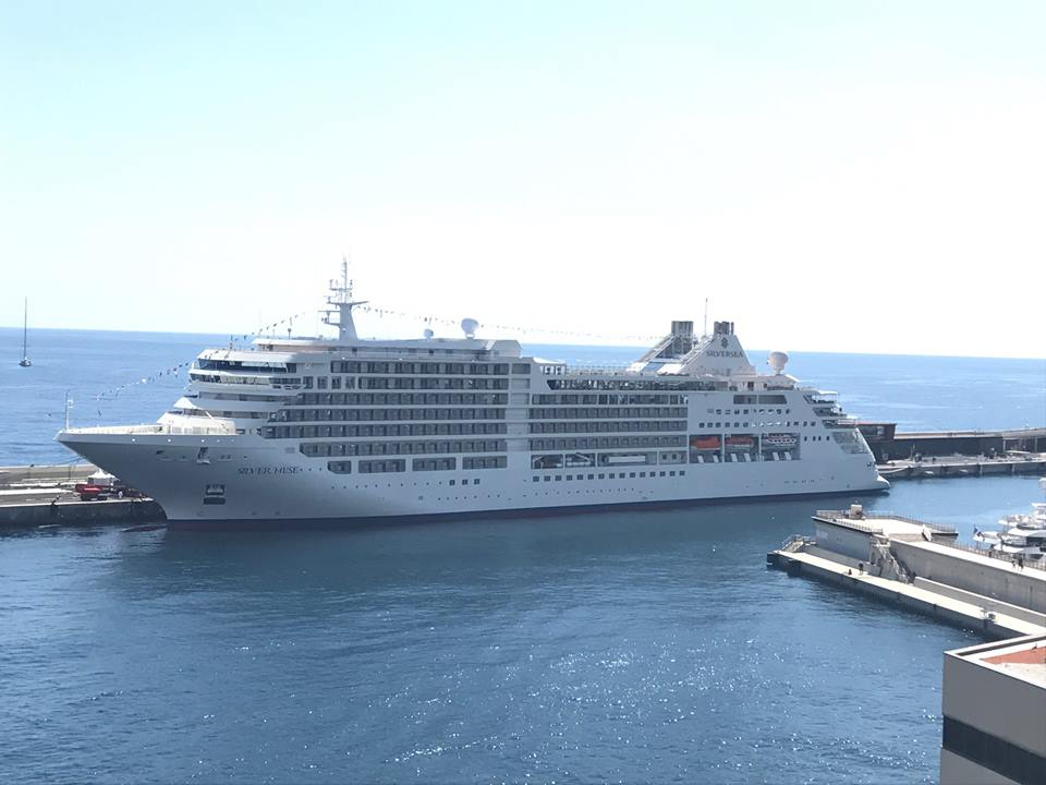 Navio de cruzeiro Solver Muse no Porto Hercule no Mónaco