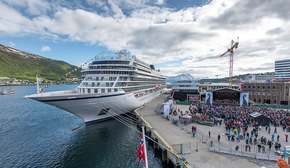 Batismo do navio de cruzeiros Viking Sky em Tromso na Noruega