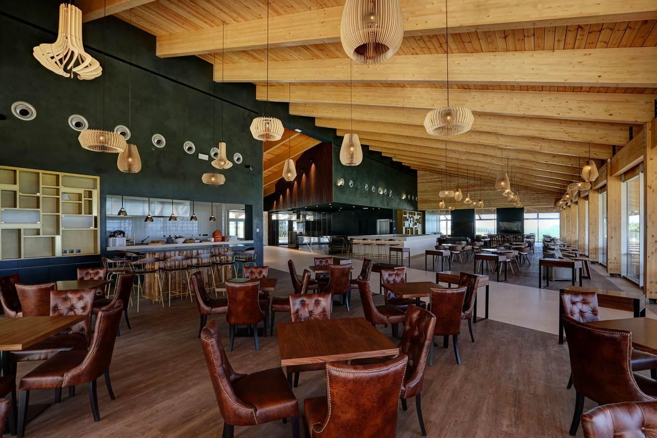 Restaurante e Bar do West Cliffs, Ocean and Golf Resort.