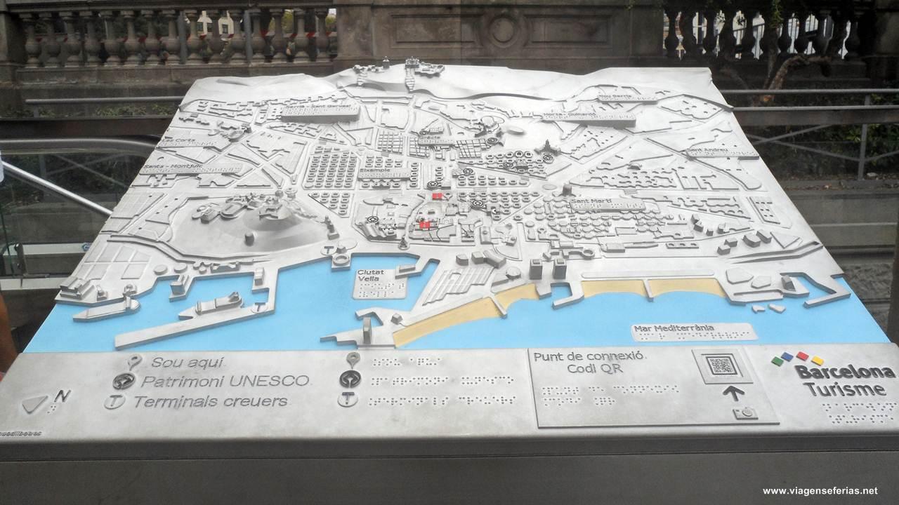 Mapa turistico da cidade de Barcelona em relevo