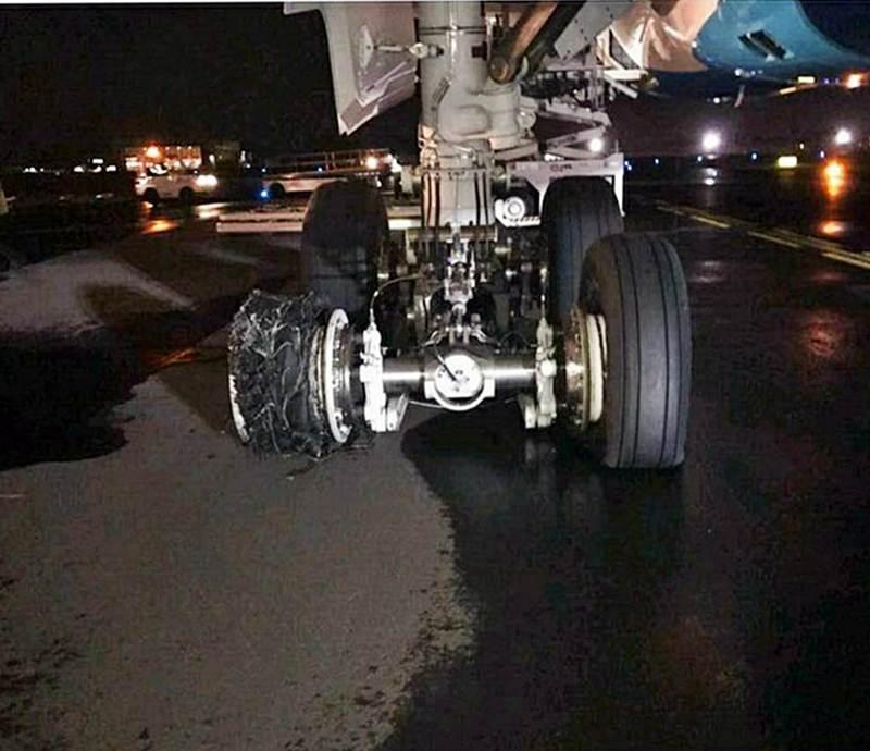 Pneu rebentado do trem de aterragem do A350 da Air Caraibes
