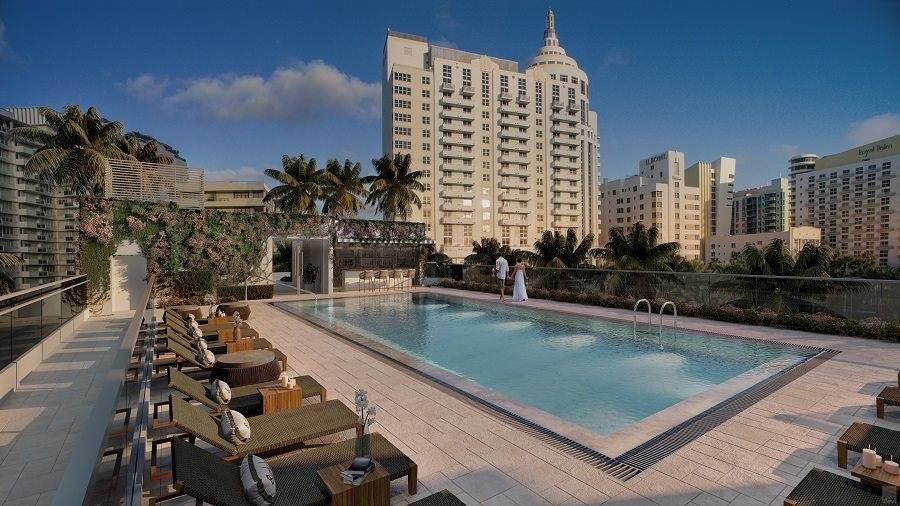 Piscina do hotel Iberostar Berkeley em Miami Beach nos EUA