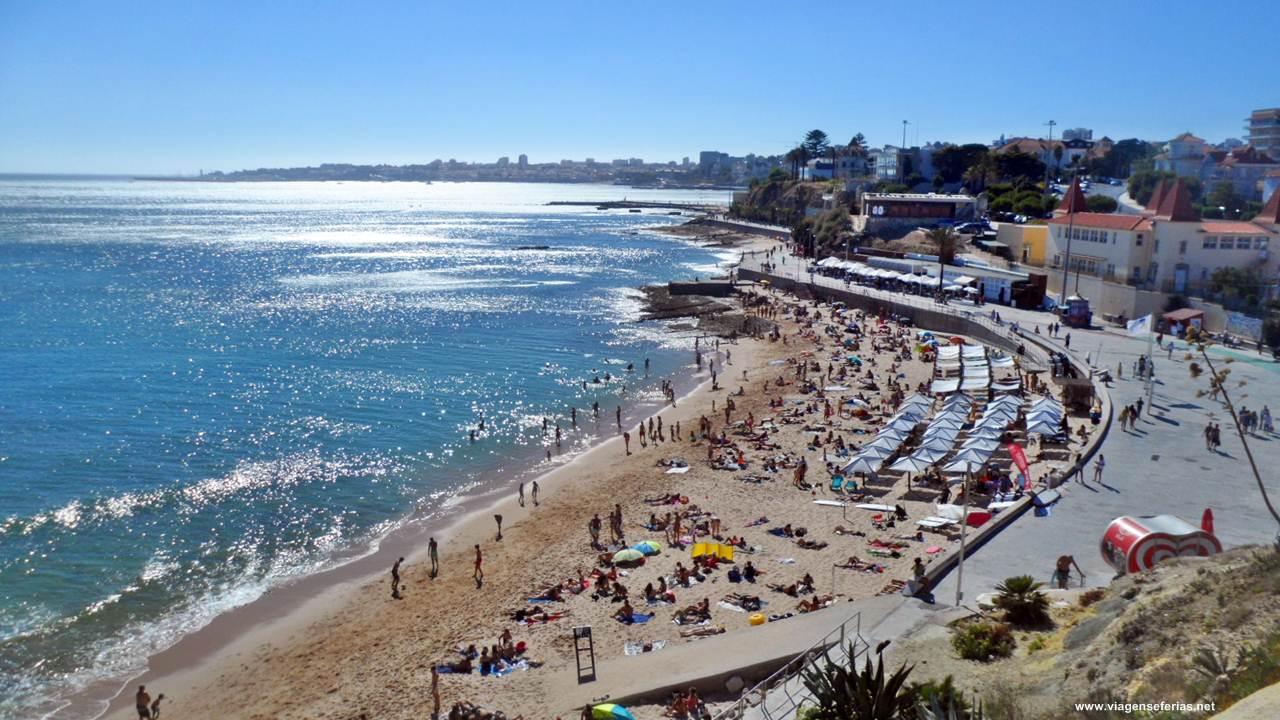 Vista aérea da Praia da Poça no concelho de Cascais em Portugal