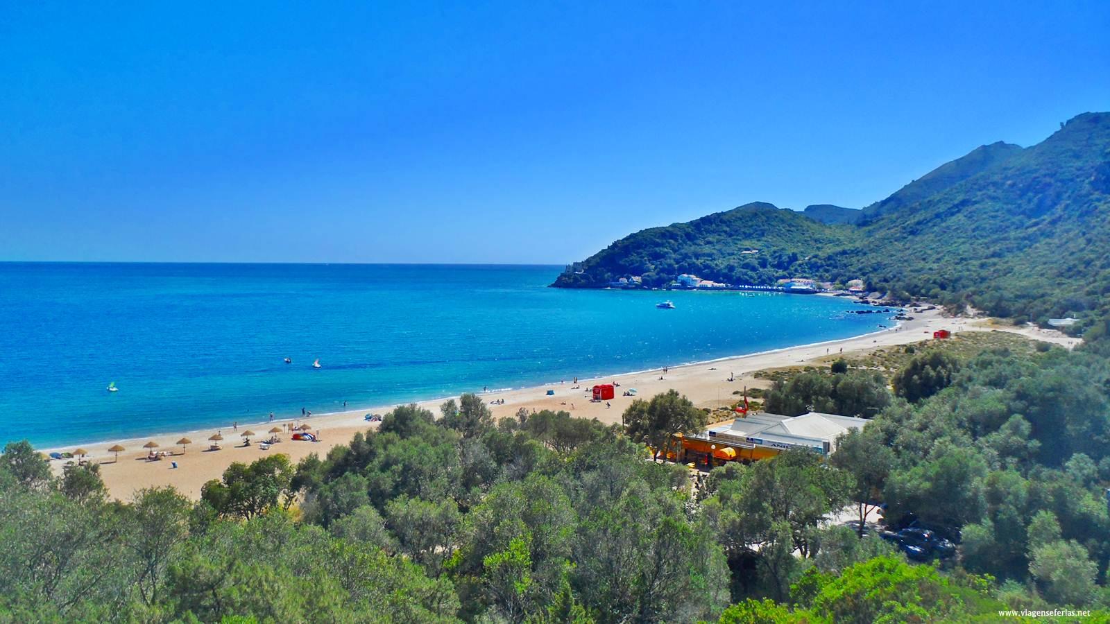 Vista panorâmica da Praia do Creiro até ao Portinho da Arrábida