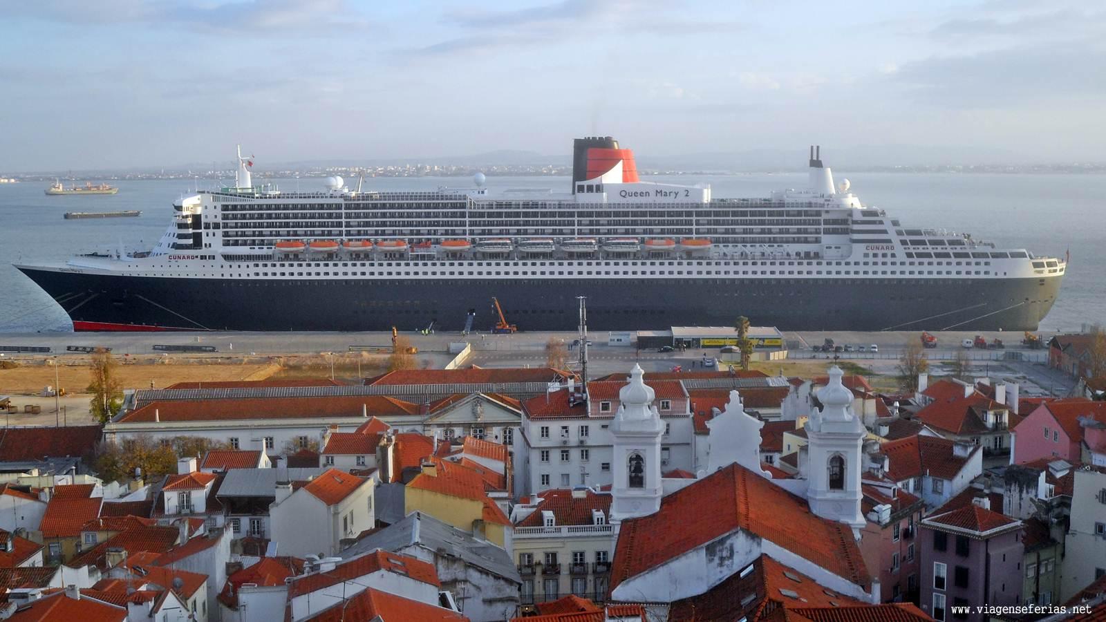 Navio de cruzeiro Queen Mary 2 da Cunard atracado no porto de Lisboa