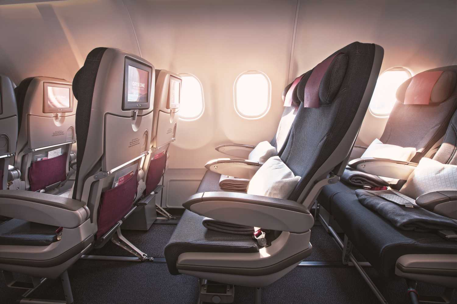 Interior da cabine principal do A330 da Qatar Airways
