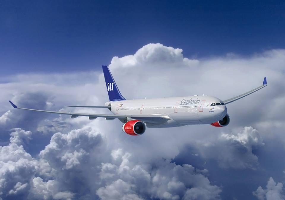 Aeronave da companhia aérea SAS em pleno voo