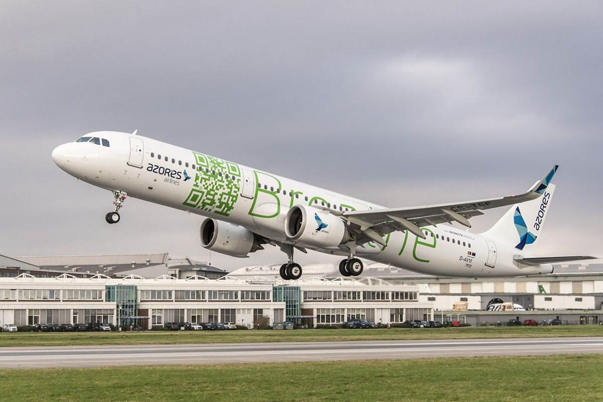Airbus A321neo da Azores Airlines a levantar voo em Hamburgo