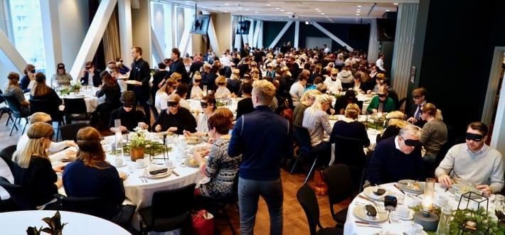 Almoço cego no hotel Scandic Continental em Estocolmo