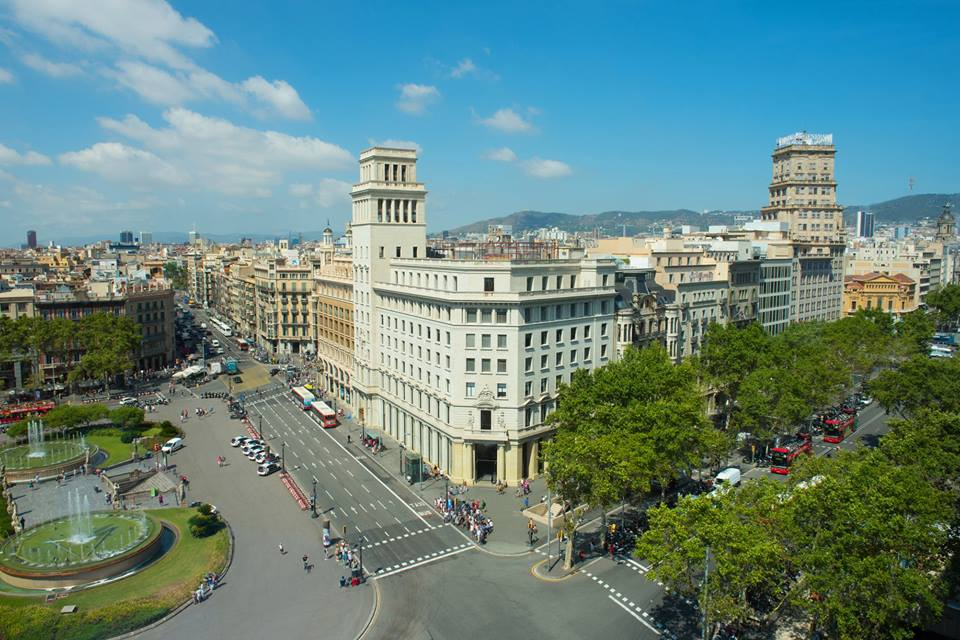 Iberostar chegou a barcelona com hotel na plaza de catalunya for Hotel gracia barcelona