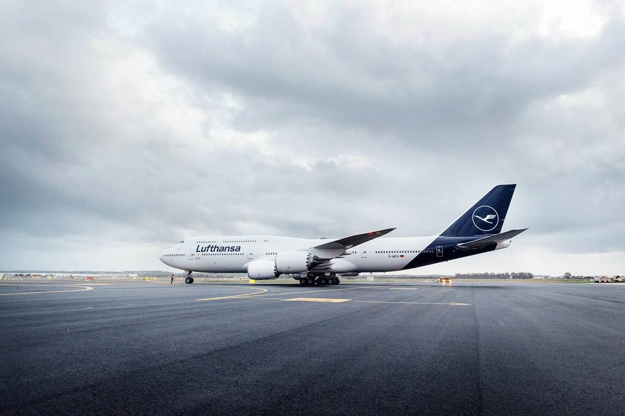 Boeing 747-8 da Lufthansa com a sua nova imagem de marca