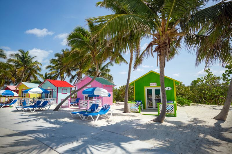 bungalows de praia remodelados na ilha Princess Cays nas Bahamas